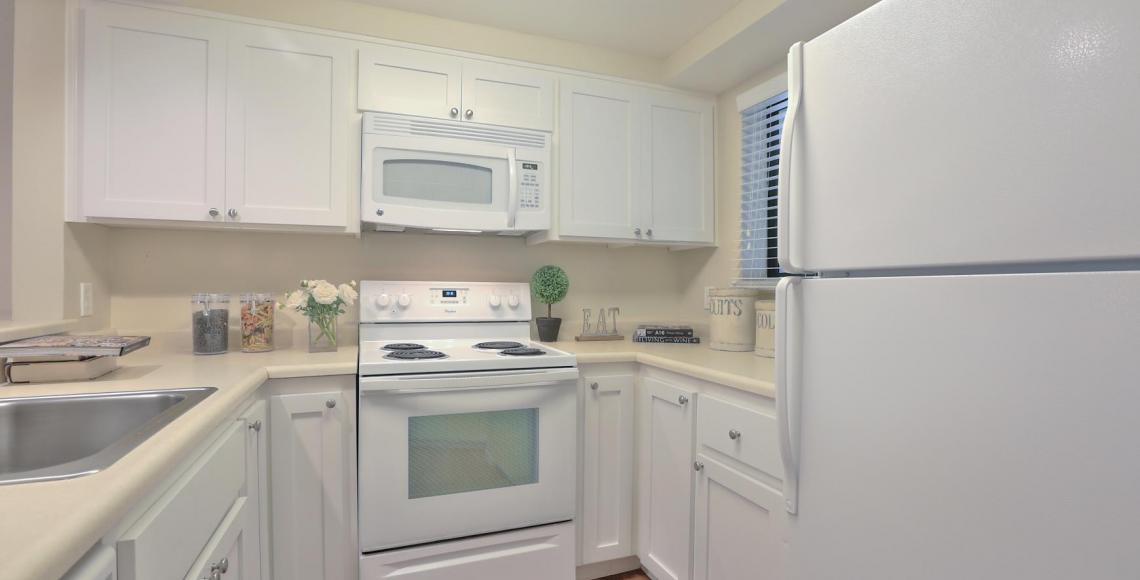 Staged 2x2, Kitchen